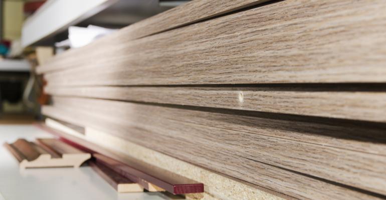 Pinus ou eucalipto: qual a melhor opção para produção de painéis de MDF?